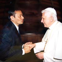Moysés Azevedo com o papa Bento XVI