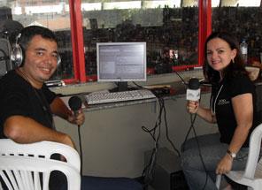 Paulo Sérgio e Luciana Romcy, locutor e coordenadora de programação da Shalom 690 AM