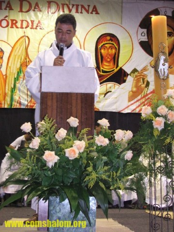 Seminarista e locutor Paulo Amorim proclama leitura