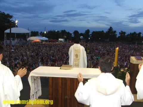 Sacerdote disse em homilia que multidão reunida era um sinal da Igreja viva