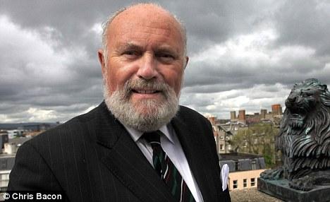 Candidato gay defende pedofilia na Irlanda