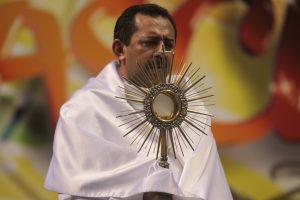 Pe. Antonio Furtado presidiu a Missa pelos Enfermos