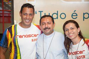 Fernando Henrique comos organizadores do Renascer 2013 Pe. Antonio Furtado e Gabriella Dias.