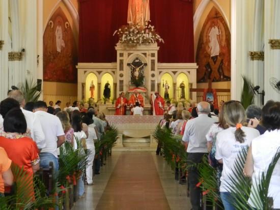 Fieis começaram a procissão de Ramos na Igreja de Cristo Rei. Foto: Wallace Freitas