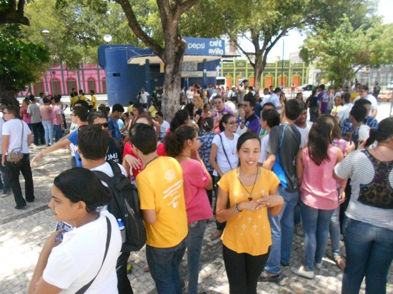 Cerca de 200 jovens participaram da mobilização.