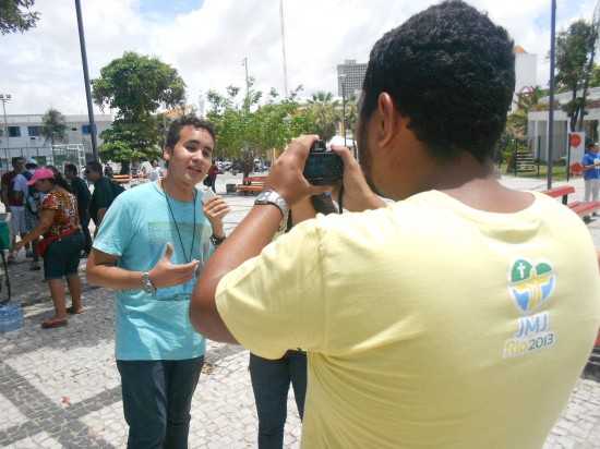 Guilherme Azevedo (ao fundo) da Juventude Mariana Vicentina foi um dos organizadores do flashmob.