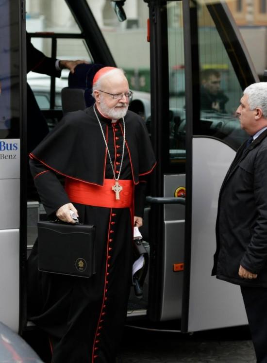 Cardeal dom  Patrick O'Malley, dos Estados Unidos, chega para  reunião, no Vaticano.