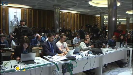 Jornalistas no Centro de Mídia do Vaticano