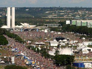 Multidão-em-Brasília