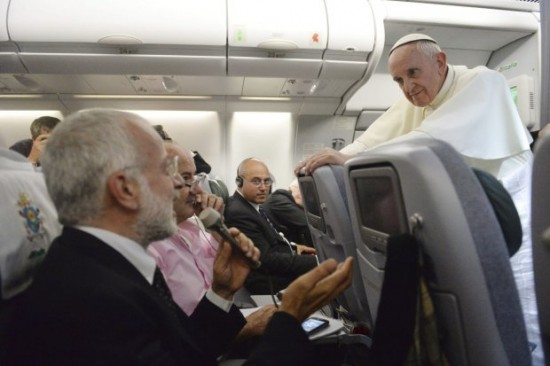 Papa Francisco durante entrevista no Avião.