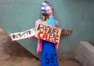 Marcha das Vadias luta por respeito a mulher mas queima boneca de uma mulher.