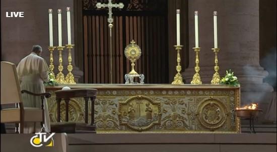 Oração é transmitida ao vivo.