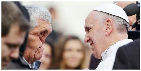 Gesto de ternura do Papa Francisco é comovente.