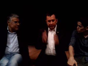 Luís Eduardo Girão, David Kyle, ao centro,  e o intérprete Daniel Duarte.