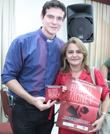 Manzotti com a representante da Estação Luz Filmes, Suely