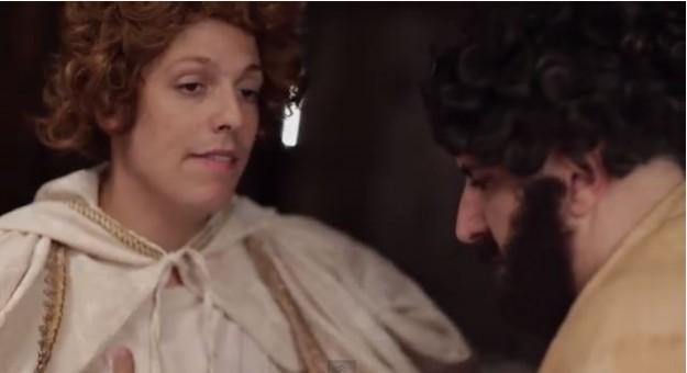 """Termos pejorativos  como """"você que deu?"""" e """"Maria tá Zero Bala"""", são utilizadas pelos atores que representam José e Gabriel."""
