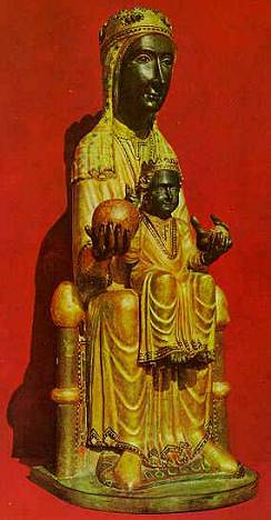 A estatueta é um plágio de Nossa Senhora de Montserrat, impublicável no blog.