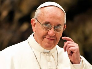 Papa Francisco teria ido às ruas distribuir pão e solidariedade a desabrigados.