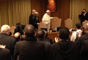 Papa Francisco chegando à Assembleia. Foto: Antonio Spadaro.