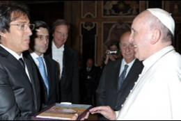 CEO da Telefônica encontra-se com o Papa Francisco.