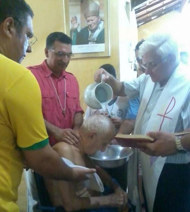 Ex-druso batiza-se na Fé Católica.