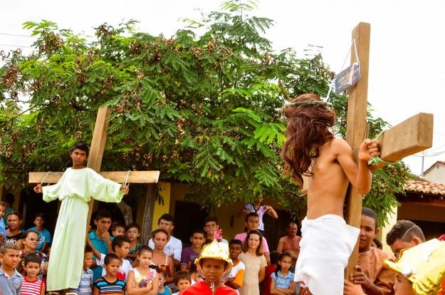Encenação emociona o público. Foto: Marciel Bezerra.