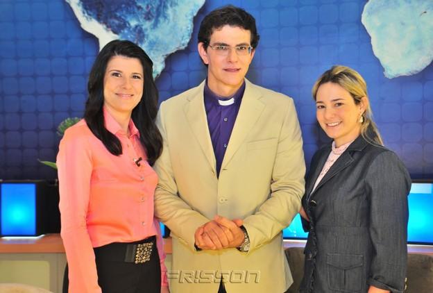 Patrícia Calderón, Padre Reginaldo Manzotti e Gaida Dias (Diretora da TV Cidade). Foto: Lino Vieira