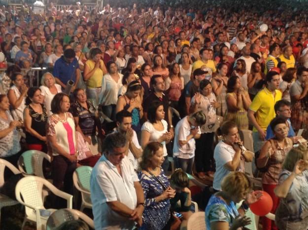 Multidão comparece ao evento no CEU