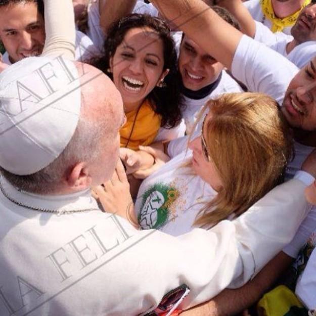 """""""Quem vocês acham que vai ganhar a Copa?"""" Papa pergunta aos brasileiros."""