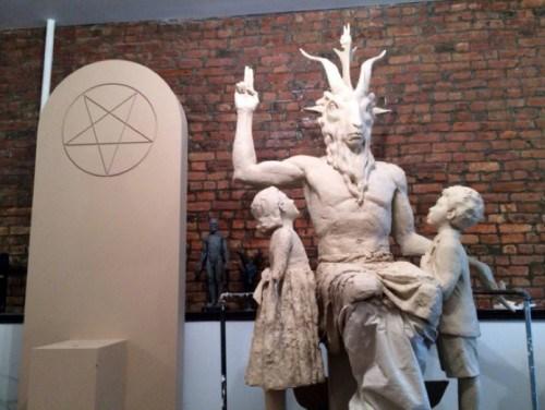 """Grupo que realizará a """"missa negra"""" pretende erigir estátua em honra ao demônio."""