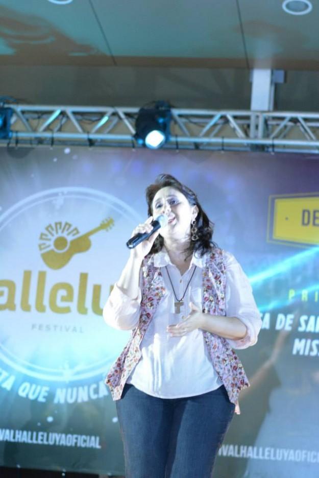 Suely Façanha apresentou-se no lançamento do  #NovoHalleluya