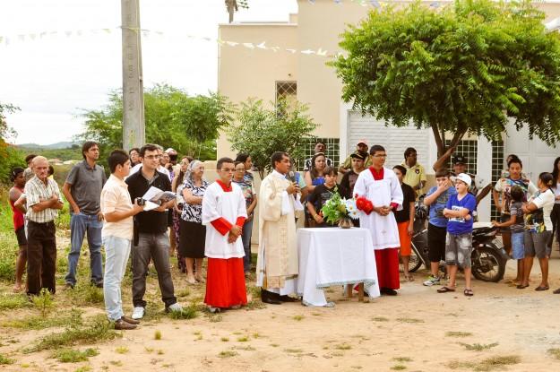 Padre convida a seguir o exemplo de  João Batista.