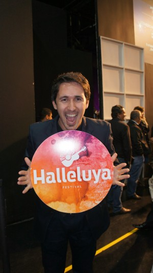 Tony Allysson canta pela primeira vez no Festival Halleluya.