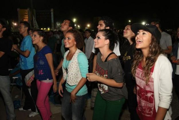 Público predominante do evento foi composto por jovens.