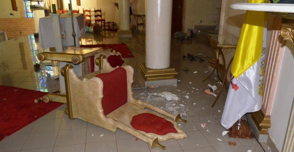 imagem catolica destruida 3