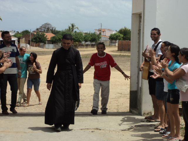 Padre Jacó durante visita pastoral.