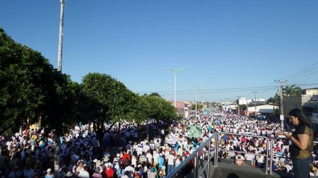 Multidão acompanha imagem de Nossa Senhora da Assunção. Foto: Pe. Antonio Furtado.