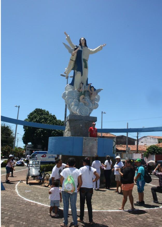 Imagem de Nossa Senhora da Assunção localizada próximo ao Santuário da padroeira.
