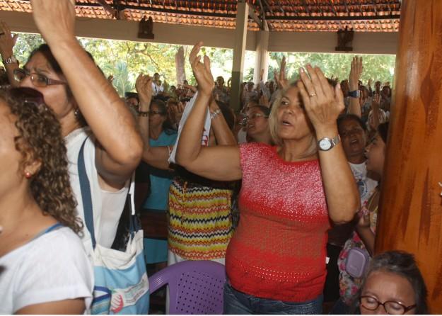 Peregrinos durante a missa no Santuário de Nossa Senhora da Assunção. Foto: Raimundo Duarte.