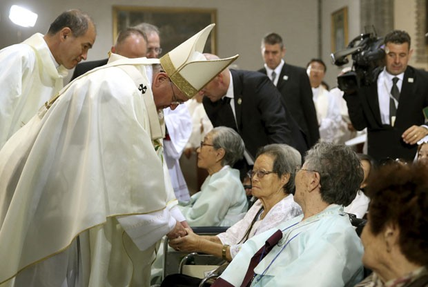 Papa Francisco visita Coreanos idosos e doentes.