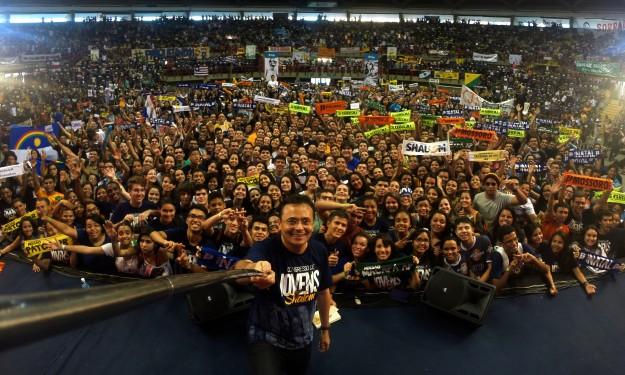 Selfie de Moysés Azevedo, Fundador da Comunidade Shalom, com participantes do Congresso.