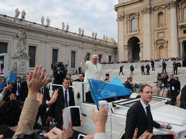 Papa saúda Canção Nova