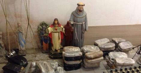 Maconha foi escondida em imagens religiosas.