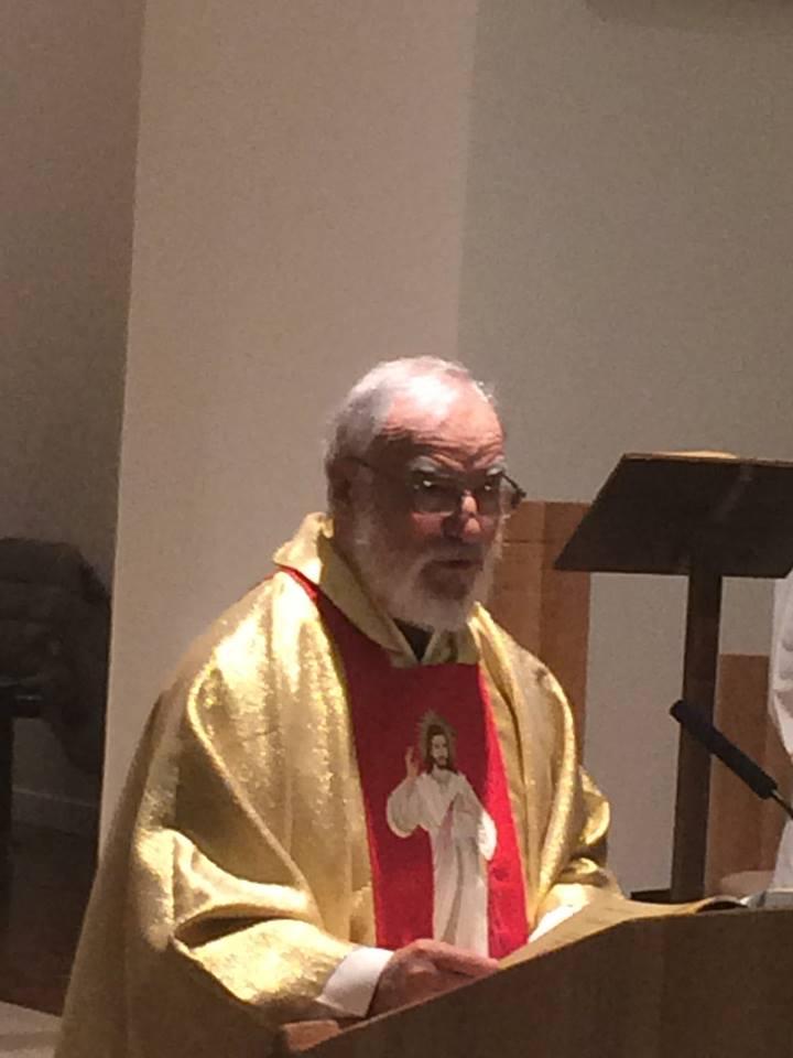 Frei Raniero Cantalamessa durante celebração eucarística. Foto: Frei Francisco Lopes.