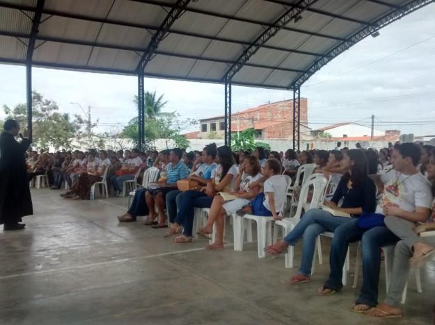 Padre Rafhael Maciel prega retiro de carnaval em Maracanau.