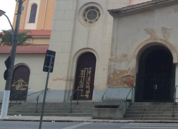 Seguidores de Satanás picharam Catedral.