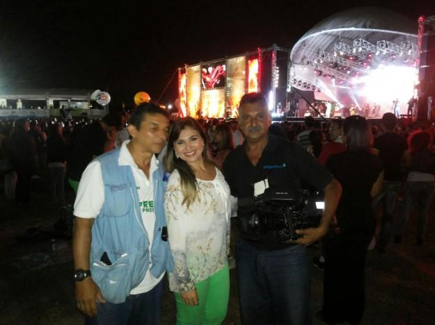 Ana Flávia e equipe de reportagem na cobertura do Festival Halleluya.