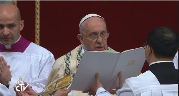Papa Francisco faz leitura da Bula.