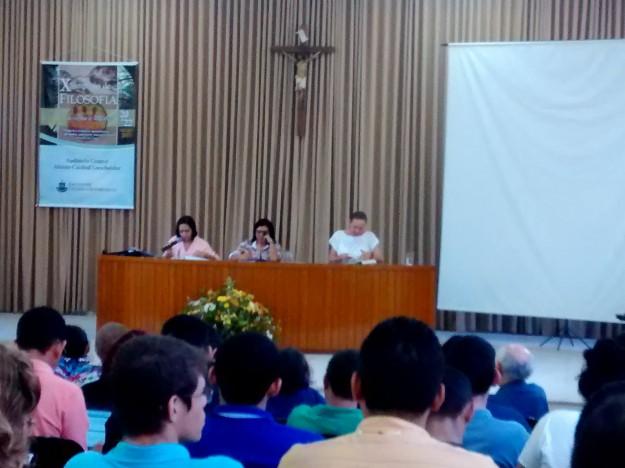 Mesa de conferências na FCF.