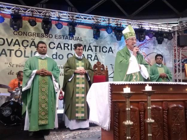 Dom José Antonio presidiu missa de encerramento no Congresso da RCC.